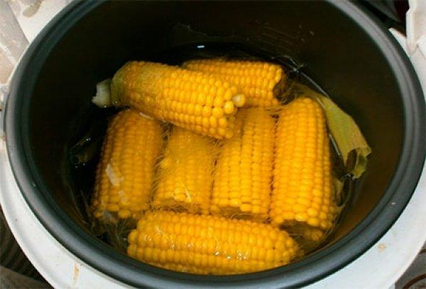 Как да готвим царевица в бавна готварска печка